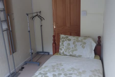 Bright Single Room - Welwyn Garden City - Casa