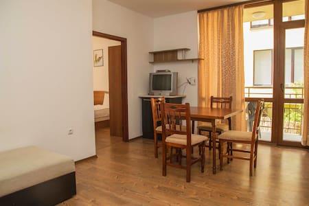 2-х комнатный апартамент в 3 мин ходьбы до моря - Sveti Vlas - Apartment