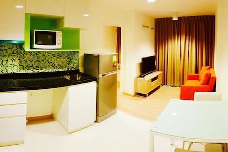 JJ market Chatuchak,Pool,Wifi 3rd fl. - Condominium