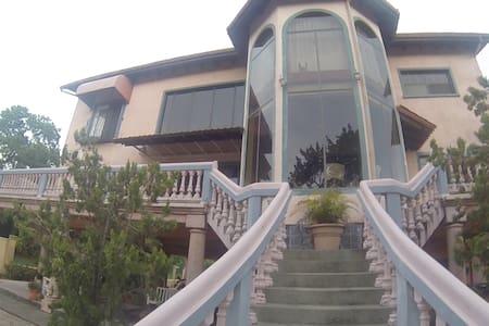 Beach Front Property - Ház