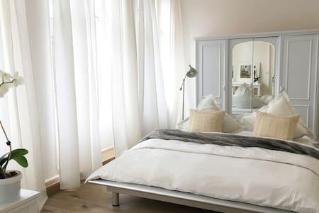 Moderne & geräumige Design Wohnung im Zentrum - Saarbrücken - Apartmen