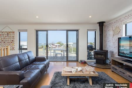 Tranquil seaview holiday house near Philip island - San Remo - Haus