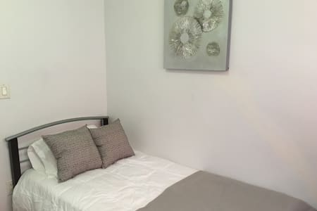 Hisckville Room 8 - Wohnung