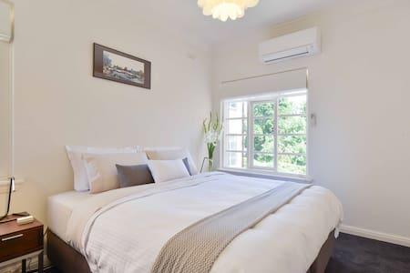 Art Deco Apartment Top Floor - South Yarra - Apartment