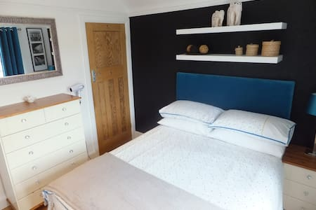 Close to Town Centre with Parking - Casa