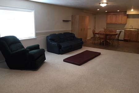 Roomy basement apartment near Thanksgiving Point - Byt