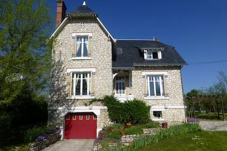 Chambre au cœur des châteaux du val de Loire - Onzain - House
