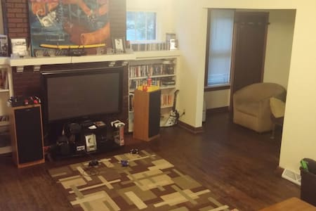 Shared house near downtown Eau Claire and UWEC - Apartamento