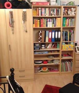 Helles Zimmer mit Balkon - Germersheim - Pis