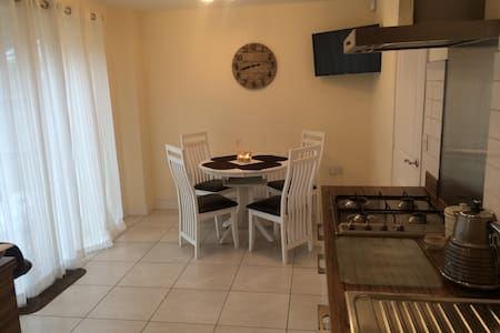 Double room in Loughton Essex - Casa