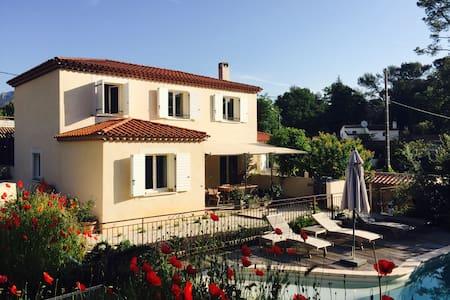 Villa at Roquefort-les-Pins 4 rooms with pool - Dům