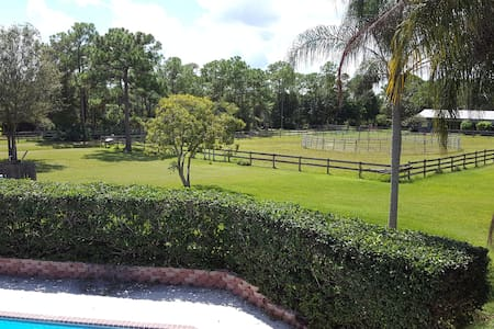 Old Florida charm only minutes from everything - Appartement