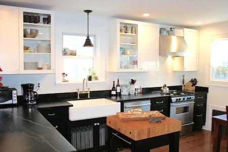 Charming renovated home near NYC - White Plains - Casa