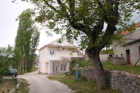 VILLAGE HOUSE MIA - Rumah