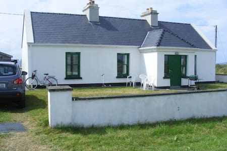 Cottage with sea views on Wild Atlantic Way - Louisburgh