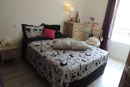 Chambre dans petite maison + jardin - Hus