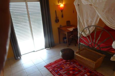 Chambre dans maison contemporaine. - Sepmes - Haus