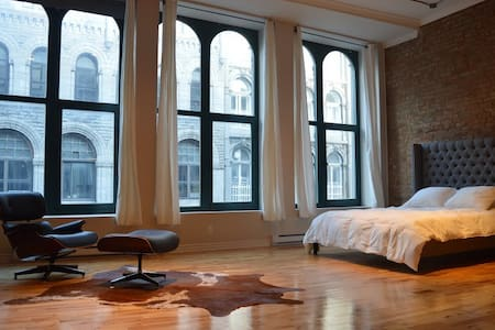 "The ""Versailles"" Loft in Old Port"