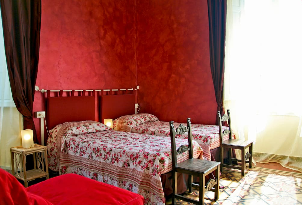 Florence bright red, extra bed