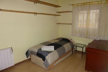 1st Lovely Room Retiro (individual)
