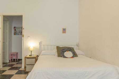 Room type: Private room Property type: Apartment Accommodates: 1 Bedrooms: 1 Bathrooms: 1
