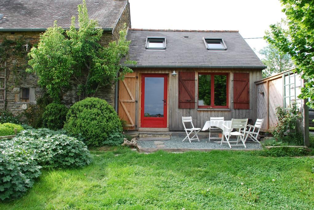 petite maison cologique avec vue maisons louer langon. Black Bedroom Furniture Sets. Home Design Ideas