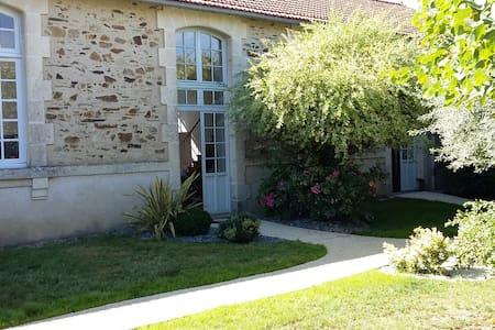 Grande maison de charme - La Chataigneraie - Hus