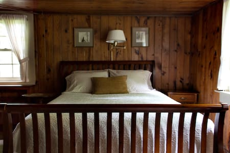 Chinquapin Inn - Queen Bed - Bed & Breakfast