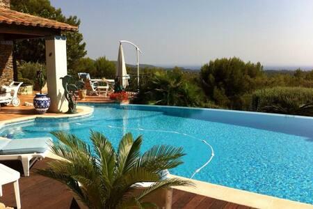Chambre villa provençale vue mer