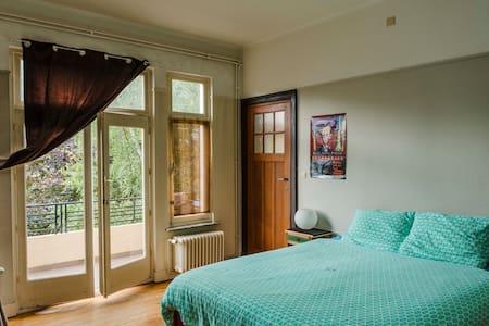 Appartement spacieux et lumineux  - Forest - Apartment