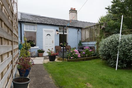 Small cottage in town centre - Largs