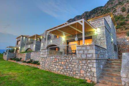 Petra Thea (Polucaste) - House