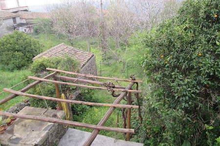 Villetta singola in paese - Sant'Alfio