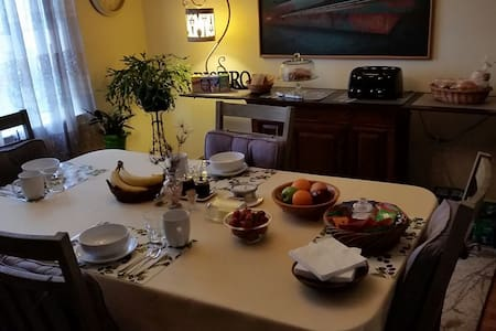 The Green Rose Bed & Breakfast - Two Bedroom Suite - Tacoma