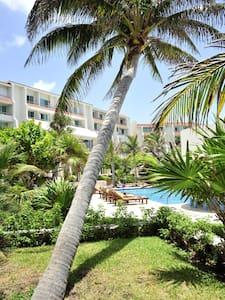 Cancún beach condo pool view~wifi