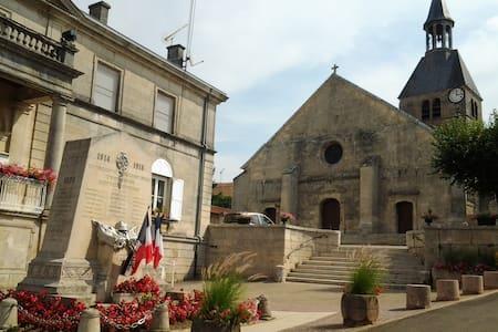 Au Saint Martin - Dommartin-le-Saint-Père - House