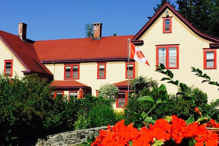 Dominion Hill: Brebeuf room - Digdeguash - Bed & Breakfast