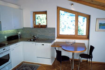 "Ferienwohnung ""Flora"" in Flims - Appartement"