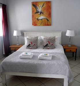 Beachcombers B&B Double Room - L' Agulhas - Bed & Breakfast