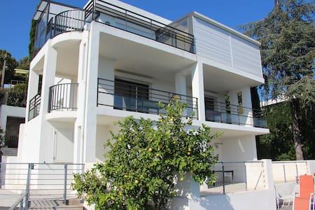 Maison d'architecte vue mer 180° - Carqueiranne - House