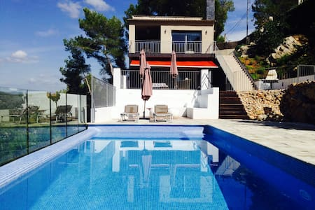 Beautiful villa near Sitges and Bcn - Casa
