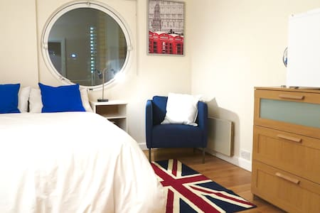 Private room in Canary Wharf