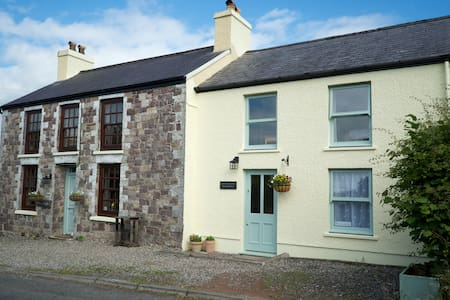 Welsh Cottage in peaceful location - Llangadog