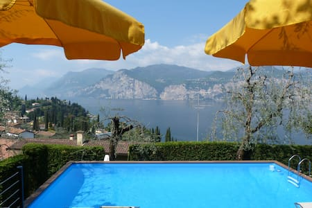 stunning lake view, swimming pool, near the centre - Malcesine - Apartemen