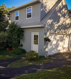 Hills Beach Retreat - Biddeford - Loft