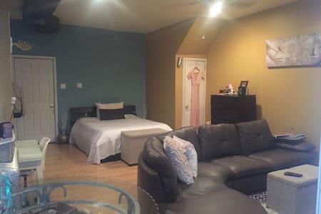 Comfy Studio Apartment - Apartment