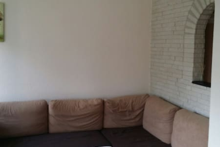 Place is 500 Mts from nearest metro line 51 (8 mins to Amsterdam). Independent apartment TV, Sofa, 2 Doublebed in separate room, Fully equipped kitchen (microwave,oven, utensils), Wifi. At 100 mts of apt Bar, Grocery store, restaurants.