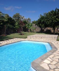 3 Bedroom Villa with Pool - Riviere-du-Rempart - Casa de camp