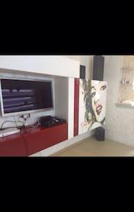 Moderno e super accessoriato - Apartment