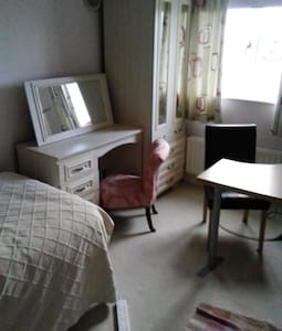 Quiet suburb near a busy city Room1 - Liverpool - Bed & Breakfast